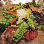 天馬 - サラダもベーコンがのっていて豪華な感じだね。 野菜が新鮮です。
