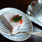日本料理 嘉助 - 季節のデザート 苺のババロア。