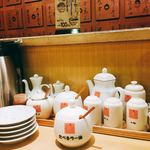 四川辣麺 - 調味料がいろいろ