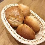 和bistro2538 - お通しのパンは食べ放題