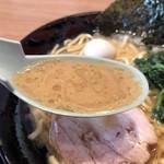 横浜家系ラーメン 町田商店 - 2018年4月18日  スープ(味の濃さ: 濃味  脂の量 :多め )