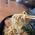 横浜家系ラーメン 町田商店 - 2018年4月18日  麺 (かため)