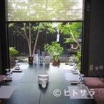 多酒多菜家 はしがき - 黒を基調とした内装の全部屋個室です。
