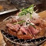 藁焼 みかん - 鴨もも肉、朴葉(ほうば)味噌焼き。