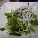 アジアンヌードル 展 - ラーメンの上に乗ってる野菜、ナンプラーをかけて食べると美味しい。