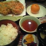 井筒屋 - 名物の桜えびのかき揚げが2枚!