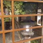 がんこ - 廊下から中庭を見る