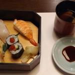 がんこ - 寿司と味噌汁(ピンボケしてすみません。m(_ _)m)