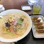 リンガーハット - 料理写真:長崎ちゃんぽん+餃子5個セット
