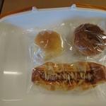 米粉パン トゥット - 料理写真:クリームパン・グリーンカレーパン・ソーセージパン