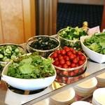 ミラノ・サローネ - サラダはおかわりたっぷりあります