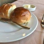 近江牛レストラン ティファニー - パンは2種類   キチンとあったかくて、バター美味しいですよ〜♬