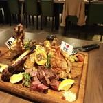 84424056 - 【王様のブランチで紹介】肉ソン・肉肉肉盛り合わせ。