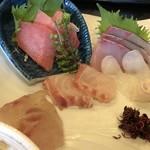 84425152 - スズキ、真鯛、カンパチ、水だこ、鮪の5種類