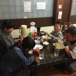 博多ラーメン しばらく - 座敷は8席で小さいお子さん連れでも安心です!