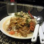 タイテーワー - グリーンカレー+鳥辛味噌炒め、600円