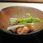 菊鮨 - ◆鯛の真子とうるい 真子大好きですので、これは嬉しい。優しい味わいで煮含められています。 うるいがいい彩に・・