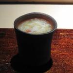 菊鮨 - ◆毛蟹と合馬の筍 茶碗蒸しで 毛蟹の濃厚な味わいと旬の筍の味わいもいいですが、茶碗蒸し自体もいい味わい。