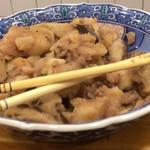 東印度カレー商会 - 大皿料理も自由に食べることができます。何種類もあり、これは青バナナの煮物。