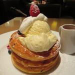 Kafeandobukkusubiburioteku - ベリーとクリームチーズのパンケーキ