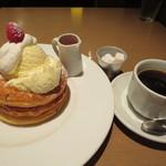 Kafeandobukkusubiburioteku - パンケーキとコーヒー
