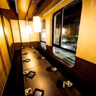 人気の窓側個室席で日本酒を原価で堪能♪