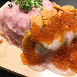84439043 - ウニ・いくら・ネギトロのこぼれ寿司