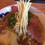 二代目 もんごい亭 - 二代目コクバリらーめん790円。 魚介スープと背脂と醤油が完璧な相乗効果。 麺も完璧。