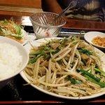 紅太陽 - 豚とにらともやし炒め定食(日替わりランチ定食)