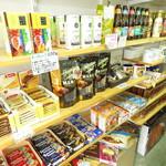 ハワイアンパンケーキ専門店 ハッピーハワイカフェ - 成増でランチを食べた後は、輸入雑貨の雑貨や食品などを購入可能!たくさんの種類を販売中です!