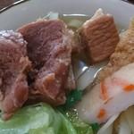 沖縄そば おおしろ - ソーキ、蒲鉾、厚揚げがトッピング