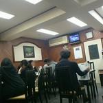 甲田 - 17時半、テーブル満席。