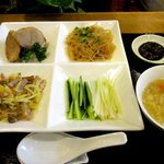 恵泉 - 日替わり料理三品を巻いて。葱、胡瓜と自家製味噌!
