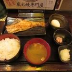炙処 火ノ膳 - あこう鯛の干物定食、生卵