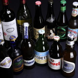 生ビール3種、瓶ビール30種をはじめドリンクは100種以上。