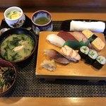 晋寿し - 料理写真:寿司ランチ=800円