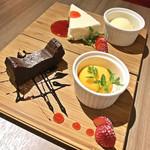 Cheese Meets Meat - レアチーズケーキ(780円)/ ガトーショコラとオレンジソルベ(780円)