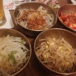 samugyopusarutoyasaiifuu - 惣菜四種 食べ放題。