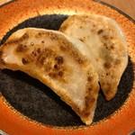 84457026 - 焼き餃子。もっちりとした皮も美味です。