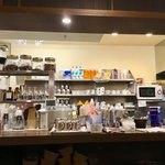 支留比亜珈琲店 - カウンター内の様子。