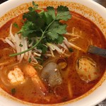 84464360 - 赤いスープが食欲をそそります。