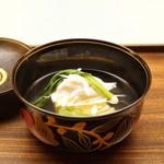 木山 - ☆椀物 白魚と玉子豆腐、ハマボウフウ、うぐいす菜