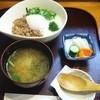 松葉 - 料理写真:週替わりメニュー「三色丼+汁物+香の物」700円