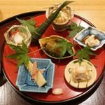 日本料理 太月 - 八寸:車えび巻寿司、鯛の子、ゆりねうすい豆、ふき、鯛の白子、筍土佐煮
