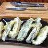 """あきちゃん - 料理写真:天ぷら""""6種盛り""""。スタッフにおまかせすると、ホルモンの各部位が1個ずつ、全種類で6つの天ぷらが出てくる。左から4つが、牛の4つの胃(順不同)で、あとは脾臓と小腸。"""