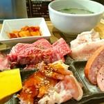 焼肉鶴橋 新館 - 選べるランチ+ウーロン茶 1780円
