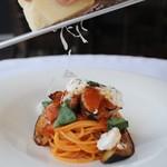 TRATTORIA TRINITA - ナスとチーズのトマトパスタ
