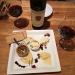 スパイニーオイスターバー - 新たにチーズ5種盛がメニューに加わっていました!
