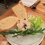 スパイニーオイスターバー - アボカドとホタテのサラダ。牡蠣だけじゃないですよ~