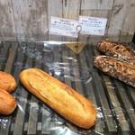 ベーカーバイツェン - 【買ったパン】ガーリックフランス(172円)
